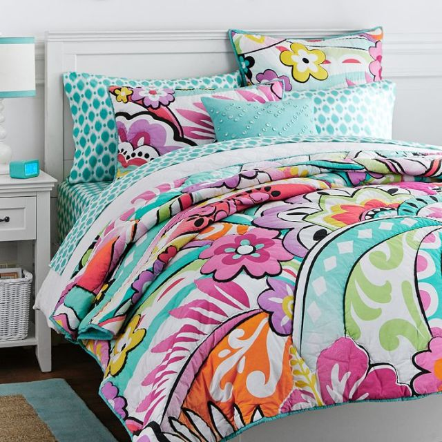 Did you know you can design your very own PBteen bed on our website?! It is super fun and inspiring. Today we are giving you an inside look at how to make the PBteen bed of your dreams.