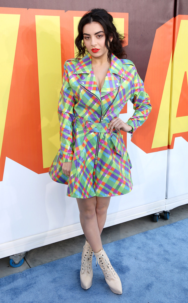 rs_634x1024-150412153804-634.Charli-XCX-MTV-Movie-Awards.MS.041215